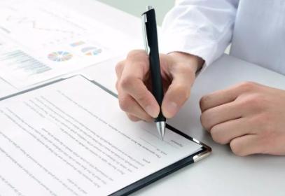 <b>女方离婚起诉书如何写,离婚民事起诉状范文二篇 律师咨询</b>